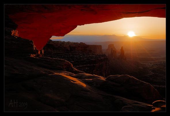 Sonnenaufgang am Mesa Arch Utah USA